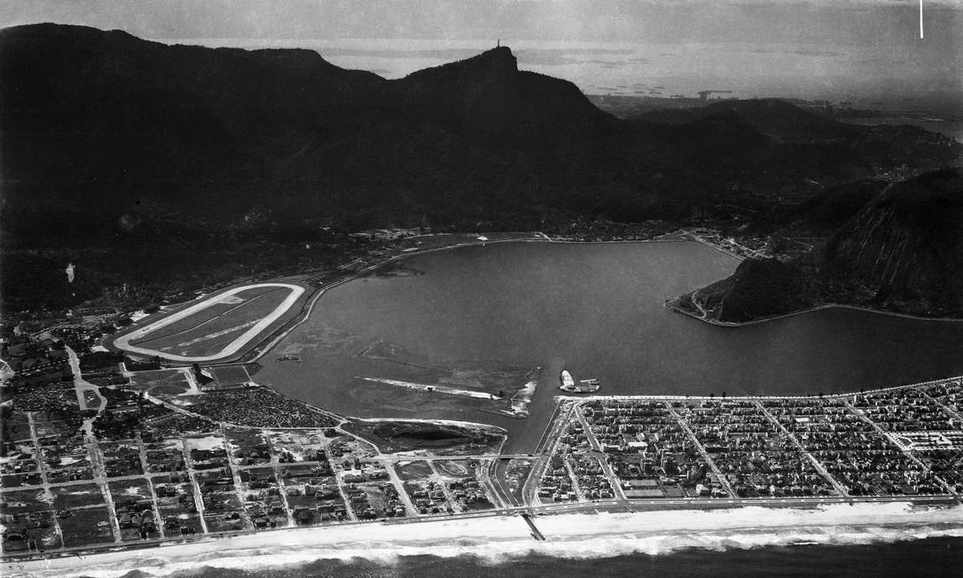Vista área do Leblon, Ipanema, Lagoa e morro do Corcovado (1938).